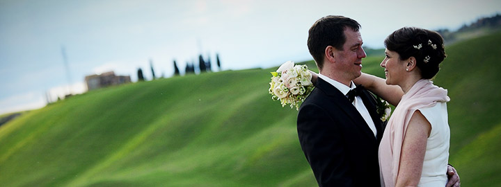 Wedding couple in tuscan landscape