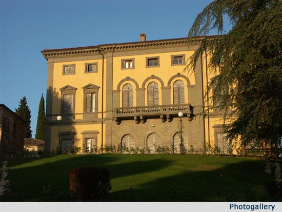 Noble Tuscan Wedding Villa & Tuscan Style Houses